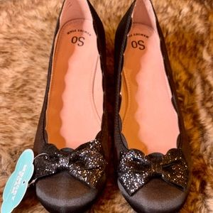 NWT SO Kristy Flat with Glitter Bow Big girl/Adult